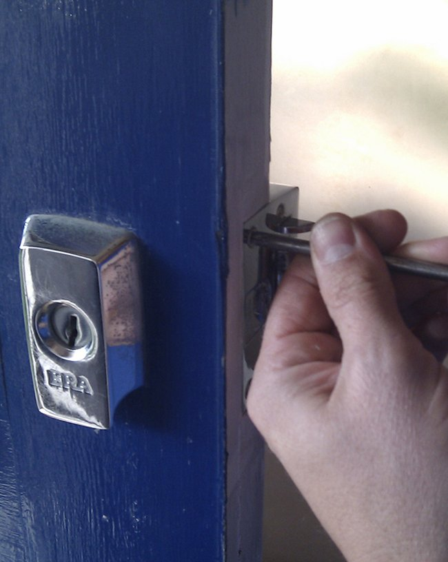 Lock Locksmith Tech Houston, TX 713-470-0692